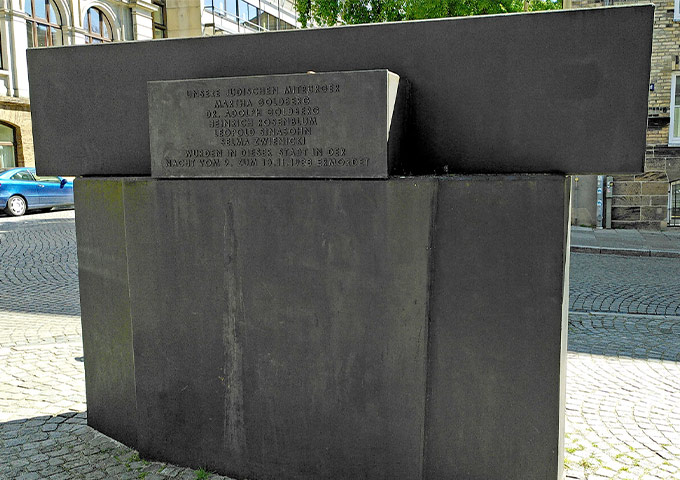 Memorial for the victims of the November pogroms in 1938. The cubic memorial bears a plaque with the names of the murdered people.